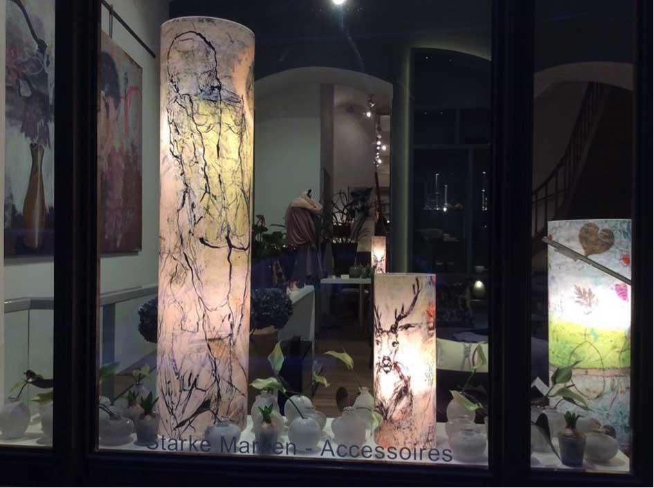Die Künstlerin ist anwesend: Elle Fee Lichtobjekte